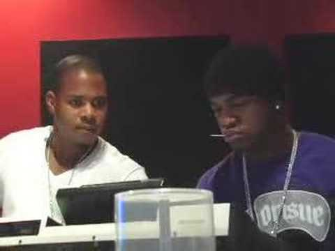 NeYo making a beat w/ Sha Taylor